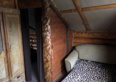 Гостевой домик. Одноместный диван.